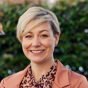 Photo of Robyn Ellson